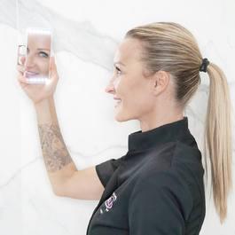 Un miroir @rikilovesriki de poche, incassable, le must have de cet été et de la rentrée 😍 À retrouver sur notre site 👉 lien dans la bio 🌟  #beauty #mua #makeup #makeupartist #love #hair #cosmetics #makeuplover #style #beautiful #instabeauty